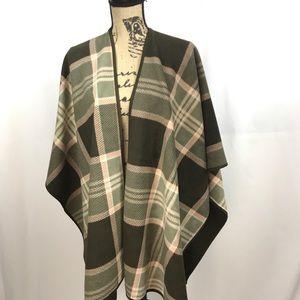 Woolrich Reversible Blanket Wrap